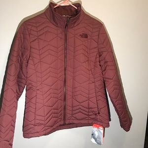 NORTH FACE MAROON JACKET WOMEN SIZE LG 26 INCH NWT